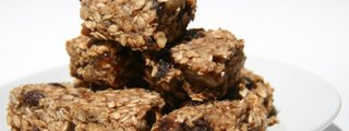 Homemade breakfast bars are easy, healthy and delicious.